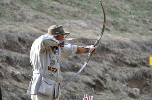 "Byron Ferguson with his ""double barrel"" bow in Semriach, Austria. Foto by Herwig Art."