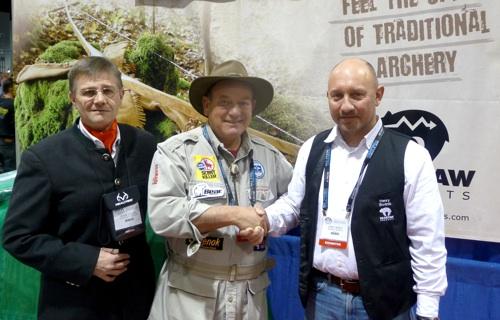 Peter O. Stecher, Byron Ferguson und Henry Bodnik kooperieren international.