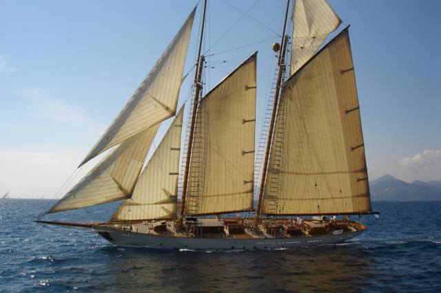 "Errol Flynns yacht, the ""Zaca"", a piece of archery history?"