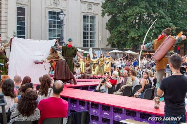 "Robin Hood Style Archery Action at ""The History of Fashion"", Peter O. Stecher, Jennifer Haberhauer, Valérie Tasso, Dietmar Szarka, 2012."