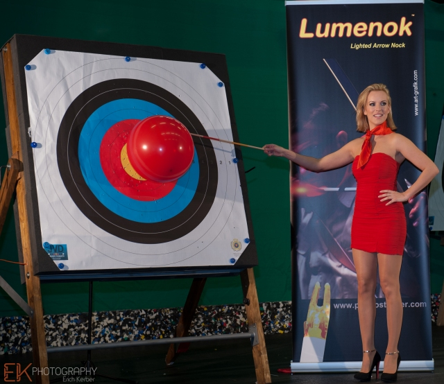 Lumenok Girl Tanja Baumgartner - Bogensport-Messe Wels 2014 - Lumenok Action Show