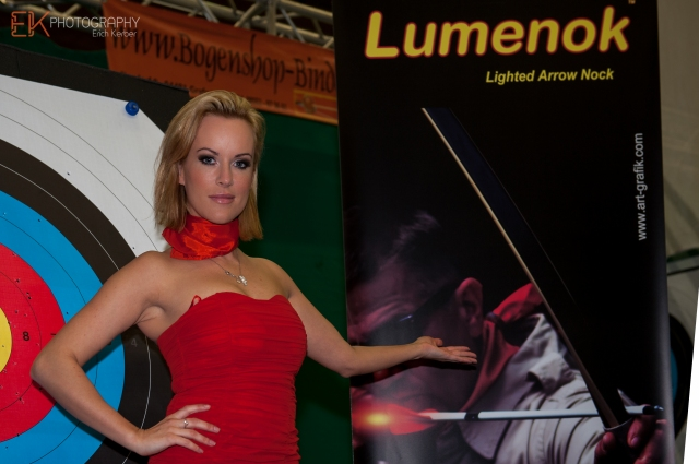 Lumenok-Model Tanja Baumgartner. Bogensport-Messe Wels 2014