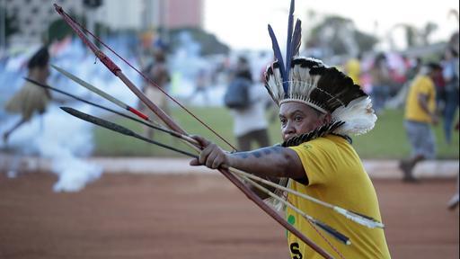 """Arrows in Modern Warfare – """"Kriegspfeile"""" – """"Fliegerpfeile"""" – """"Flechettes"""", use of bow and arrow in modern Brazil."""