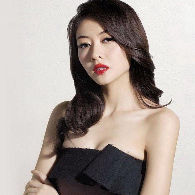 Lovely & tall Lynn Hung (Xiong Dailin)