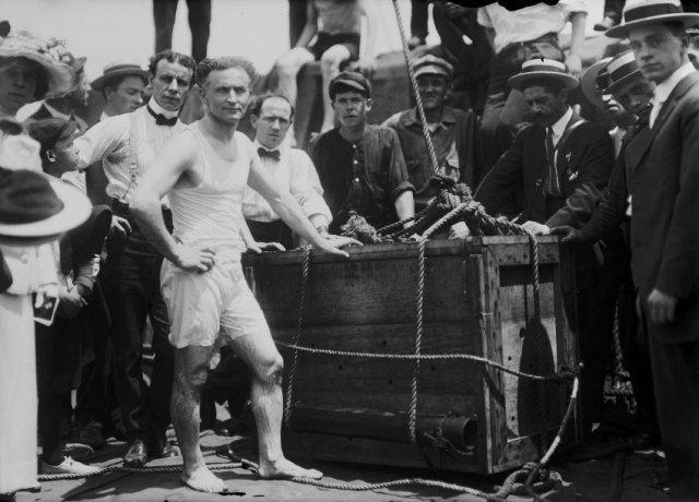 Illusionist and escape artist Harry Houdini performs his famous stunt whereby he was submerged in the East River in a crate, New York City, 7th July 1912. He escaped in just under a minute. (Photo by FPG/Getty Images)