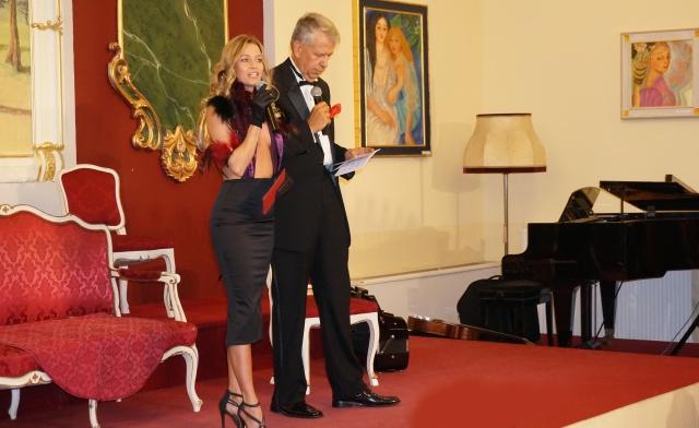 Michaela Wolf moderiert Dina Larot Kalender 2018 im Palais Palffy. Photo by Peter O. Stecher.